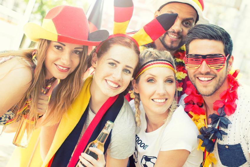 Fussball-WM im Faltpavillon